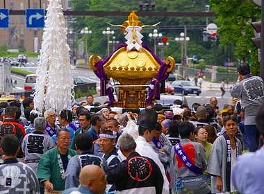 ☆ 四谷須賀神社例大祭 本社神輿渡御 他 6本発見しました。画像